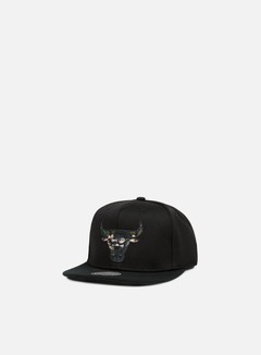Mitchell & Ness - Floral Infill Snapback Chicago Bulls, Black 1