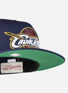 Mitchell & Ness - Solid Team Snapback Cleveland Cavaliers, Navy 4