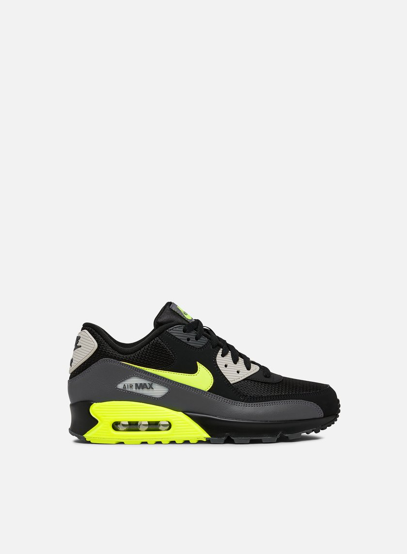 reputable site d2905 e64b4 Nike Air Max 90 Essential