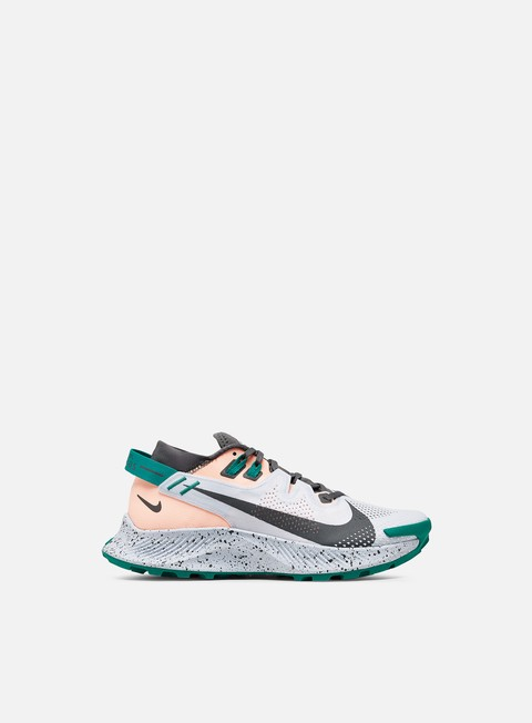 Low Sneakers Nike WMNS Pegasus Trail 2