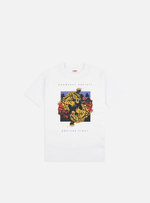 Outlet e Saldi T-shirt a Manica Corta Doomsday Endless Fight T-shirt