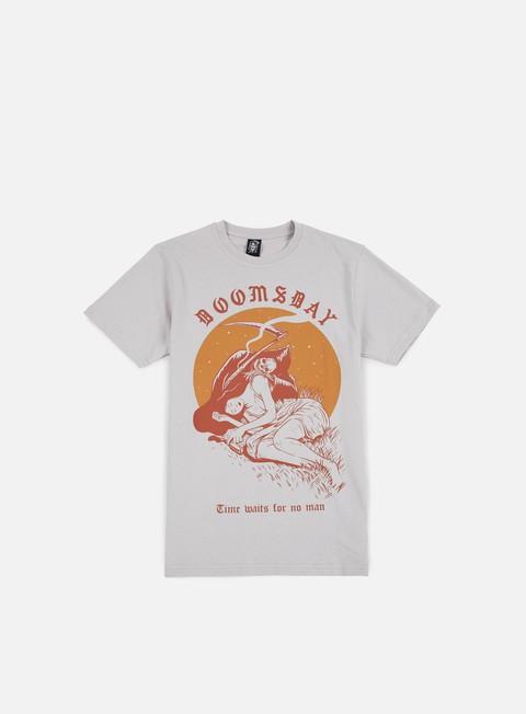 Outlet e Saldi T-shirt a Manica Corta Doomsday Time Waits T-shirt