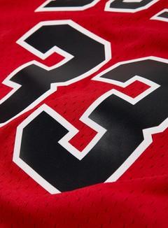 Mitchell & Ness - Chicago Bulls Swingman Jersey Scottie Pippen, Red/Black 3
