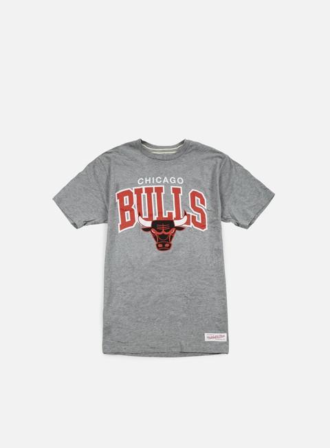 Outlet e Saldi T-shirt a manica corta Mitchell & Ness Team Arch Tailored T-shirt Chicago Bulls